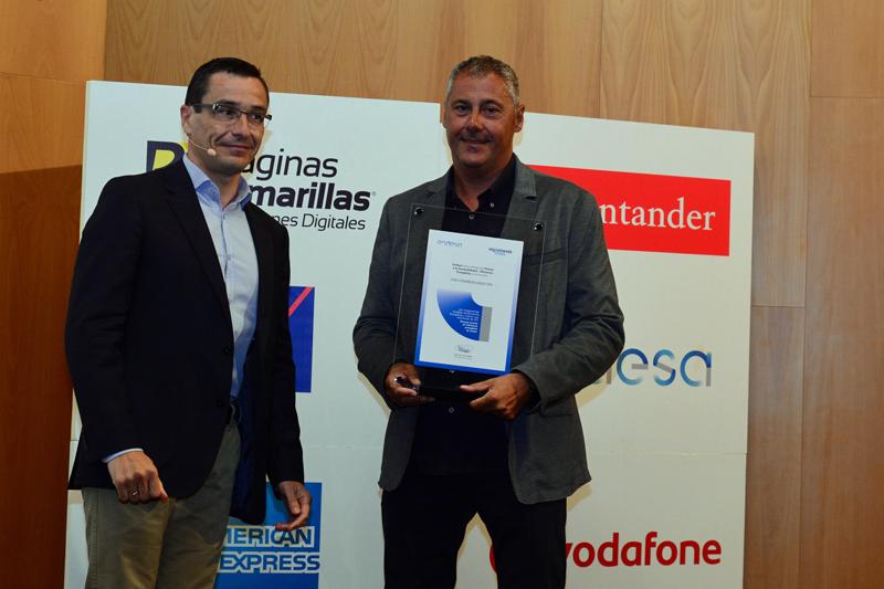 Jose Luis Martinez Garijo, Responsable territorial Ventas Empresas Nuevos Mercados de Endesa ha hecho entrega del galardón a Paco de la Fuente, Director de CDO Covaresa.