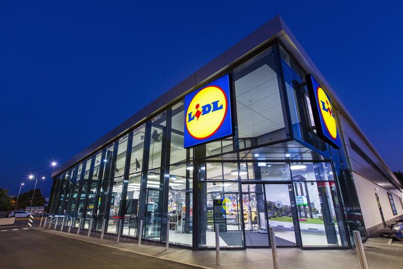 Exterior del supermercado LIDL en Coslada, el más sostenible de España.