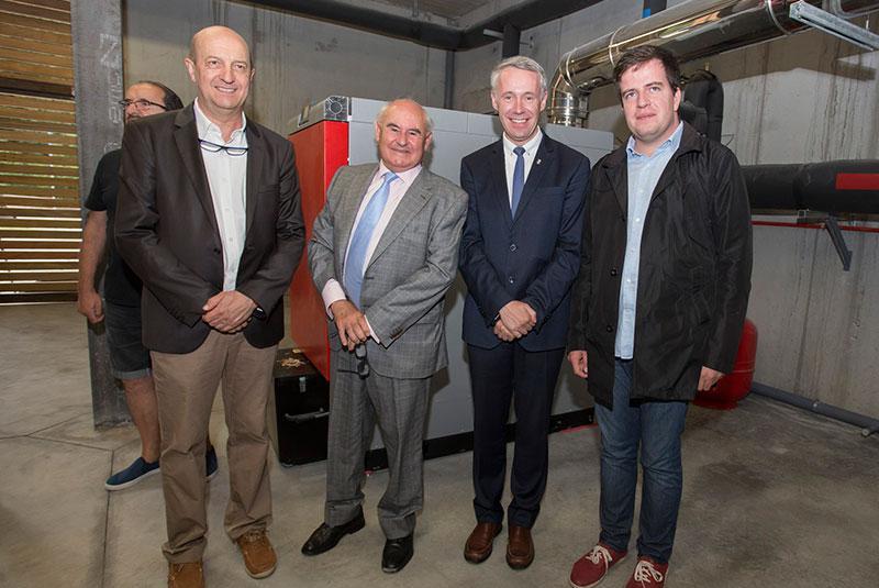 Visita a la sala de calderas de biomasa de la red de calor de Setcases, inaugurada por la Diputación de Gerona.