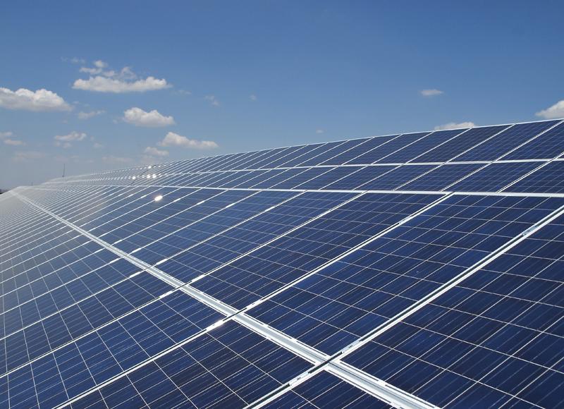 Instalación solar para autoconsumo sobre cubierta..