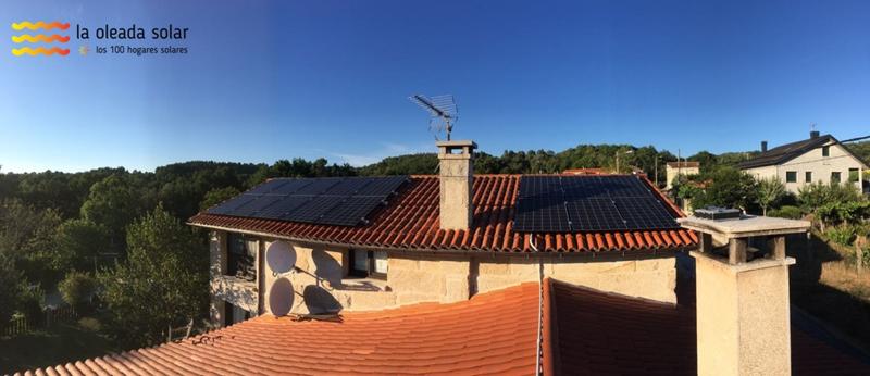 Instalación fotovoltaica sobre la cubierta de una vivienda unifamiliar.