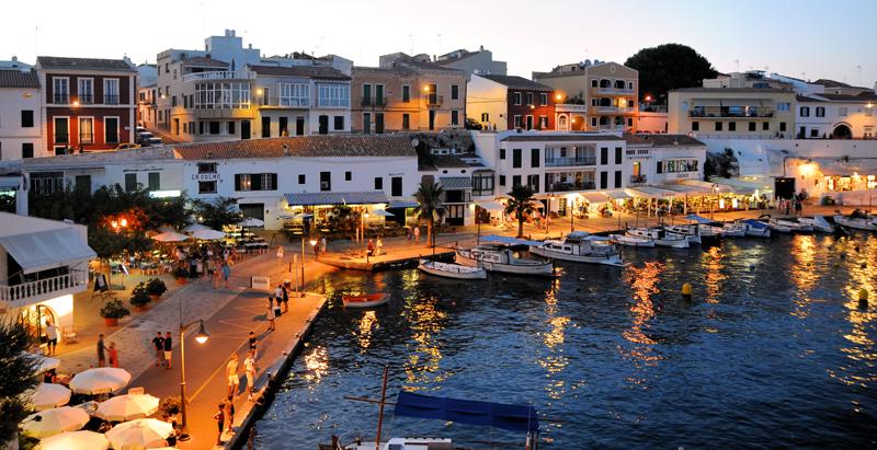 Vista nocturna Menorca. Islas Baleares.