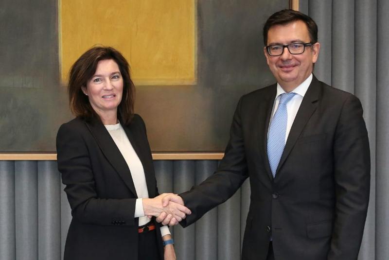 Cristina de Parias, directora de BBVA España, con Román Escolano, vicepresidente del Banco Europeo de Inversiones (BEI)
