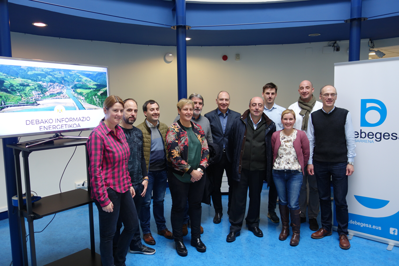 Participantes en la presentación del Observatorio Comarcal de Energía de Debabarrena.