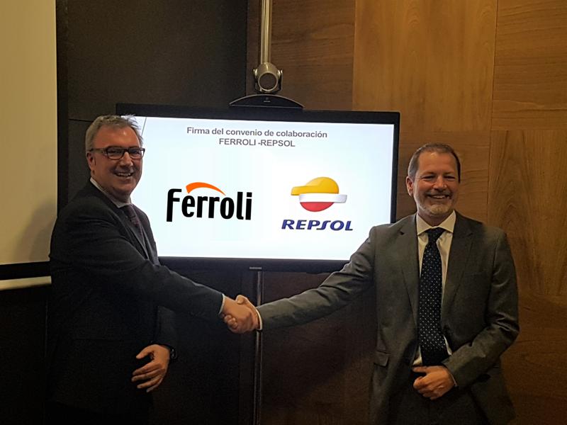 Ferroli y Repsol firman el acuerdo de colaboración.