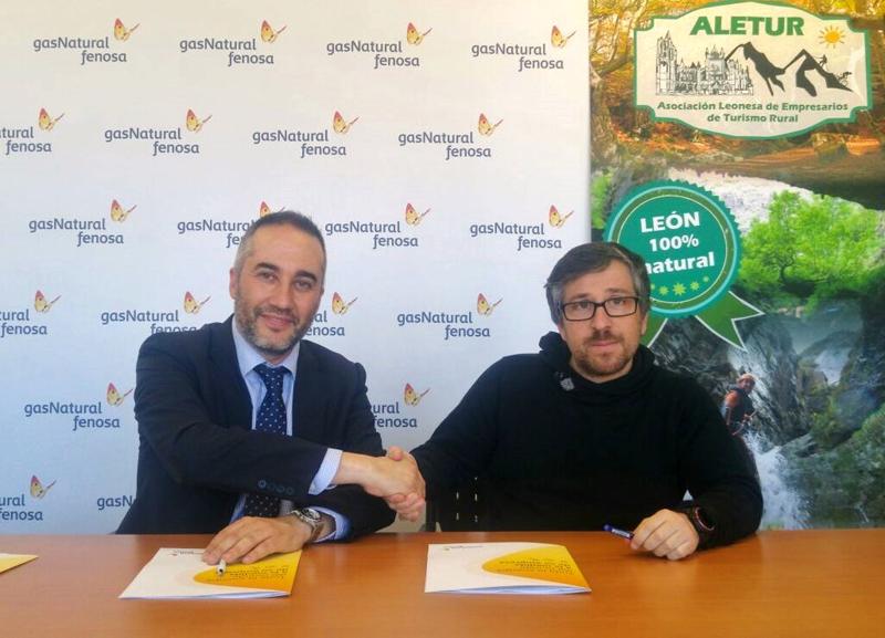 Firma del protocolo de colaboración entre Gas Natural Fenosa y los empresarios de turismo rural de León para fomentar la eficiencia energética en los establecimientos.