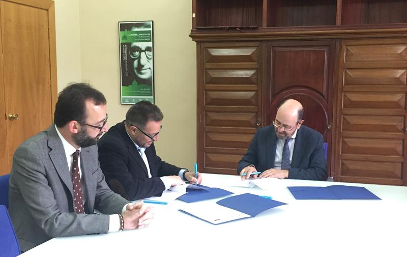 Firma del acuerdo entre Madrid Subterra y la UPM para crear el Aula Univesitaria que impulsará las energías del subsuelo de Madrid.