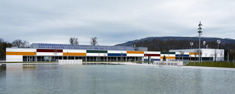 Instalación fotovoltaica en piscina munciipal de Pamplona.