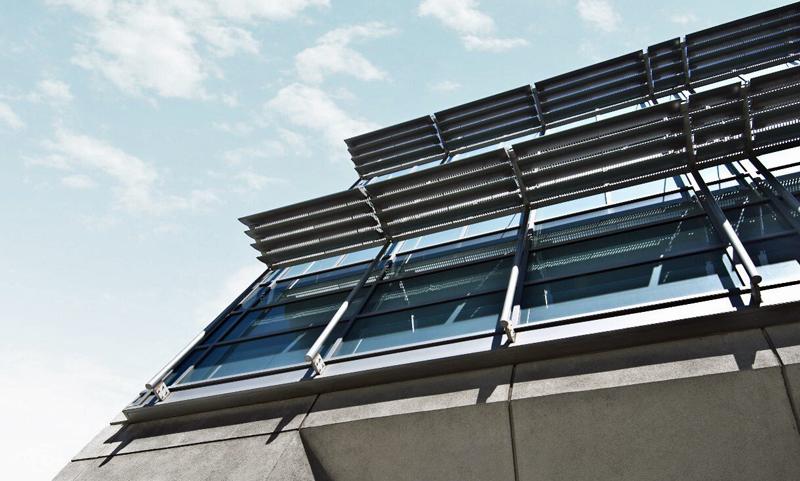 Edificio con captadores solares.