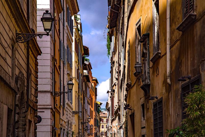 Calle. Fachada. Edificios antiguos.
