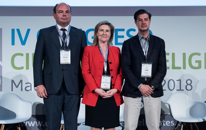 F. Javier García, Inés Leal y Juan Ávila durante la clausura IV Congreso Ciudades Inteligentes