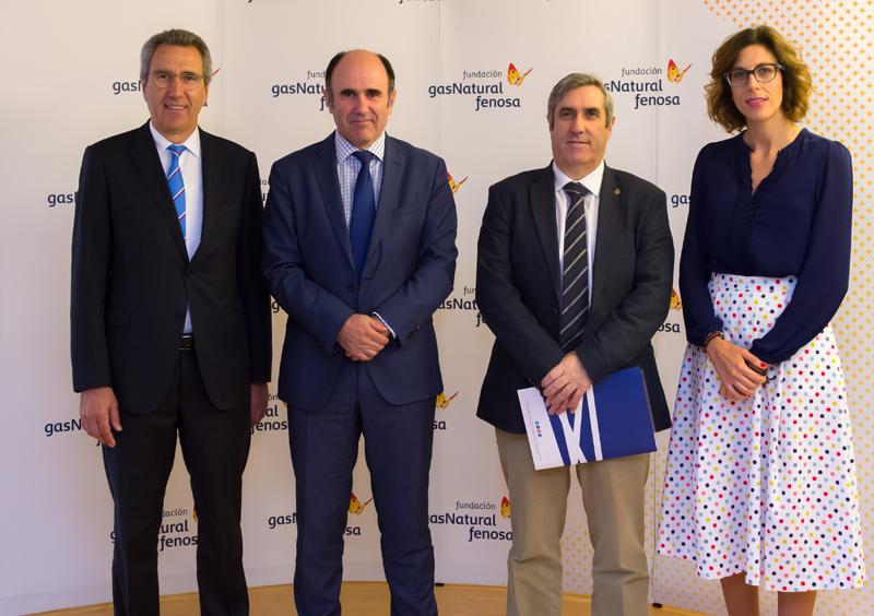 Foto de familia durante la inauguración del seminario Dimensiones económicas del nuevo modelo energético en España