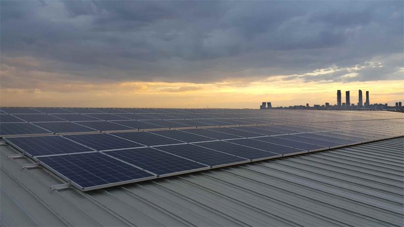 Panel fotovoltaico sobre cubierta.
