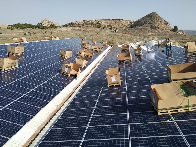 Cubierta fotovoltaica para autoconsumo sobre empresa textil TexAthenea de Villena.