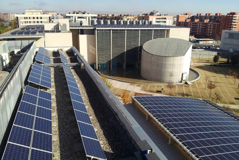 Instalación fotovoltaica de autoconsumo sobre cubierta en la Universidad de Lérida.