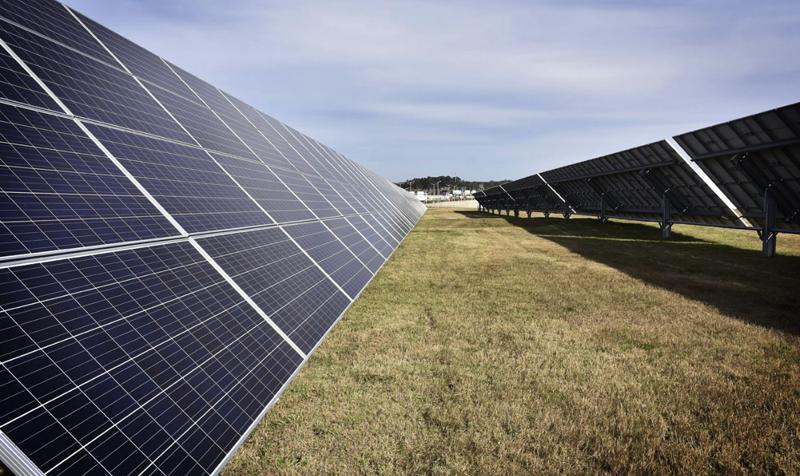 Planta solar fotovoltaica en el el Aeropuerto de Carrasco en Uruguay