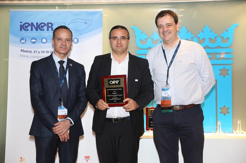 Imagen de la entrega del premio al mejor proyecto de energía