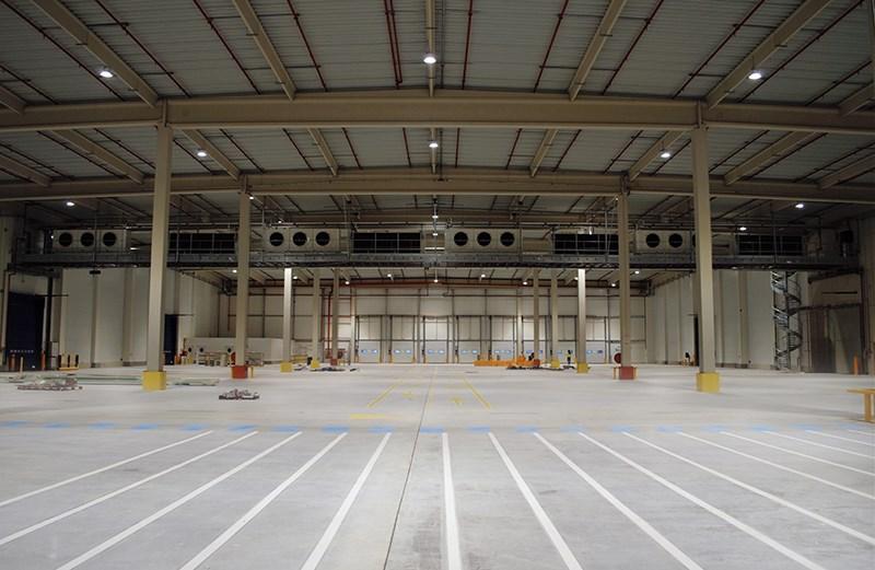Imagen del un almacén iluminado con las soluciones LED de Schréder