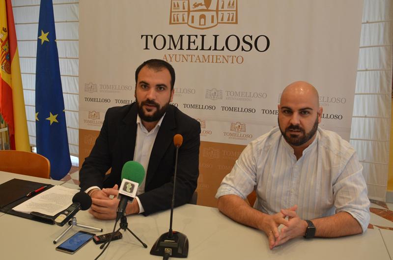 Imagen del concejal de Eficiencia Energética y el alcalde en Funciones de Tomelloso