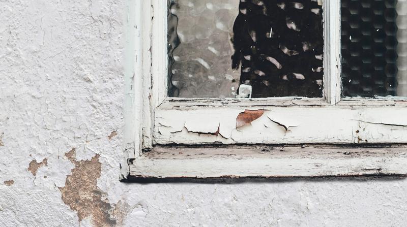 Imagen de una ventana a rehabilitar.
