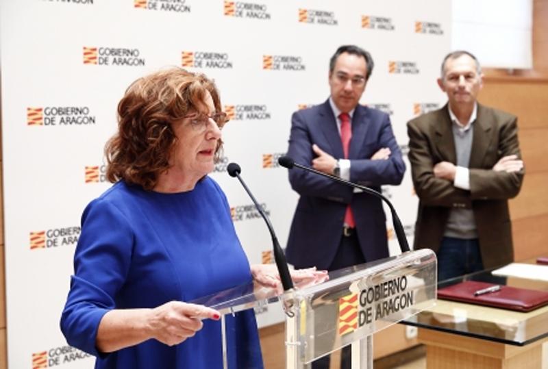 Firma del convenio contra la pobreza energética en Aragón.