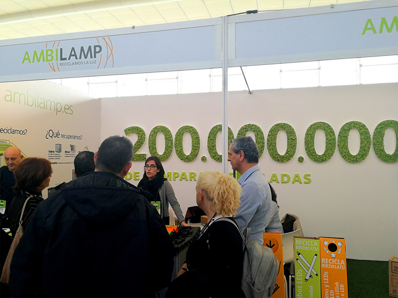 AMBILAMP participa en Conama para concienciar sobre la necesidad del reciclaje de material eléctrico