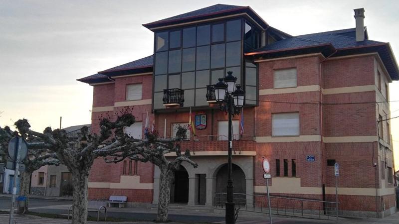 El Ayuntamiento de Camponaraya reducirá el IBI a sus habitantes gracias al ahorro tras la renovación del alumbrado exterior