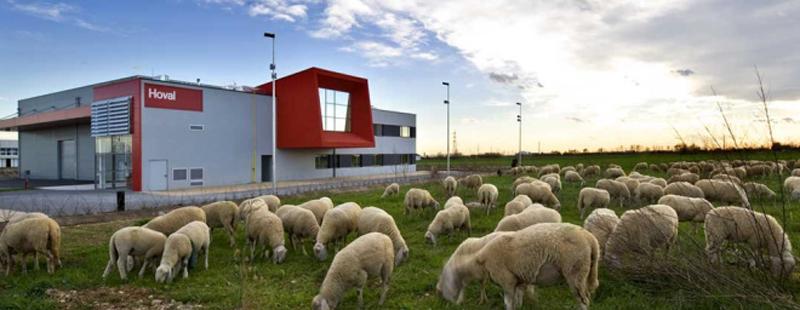 La Casa Hoval necesita de 24 kWh / m²anuales de energía, tres veces inferior que un edificio tradicional del mismo tamaño (68kWh / m² a).