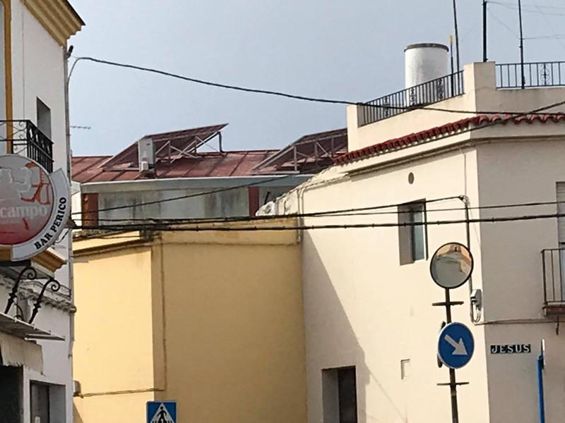 La instalación de placas solares para autoconsumo en Arahal en el CEPER El Arache reduce un 50% la factura eléctrica
