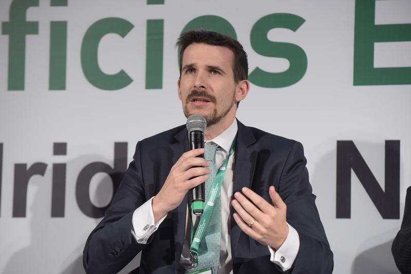 Fernando García durante su intervención en una de las mesas redondas del V Congreso Edificios Energía Casi Nula, organizado por Grupo Tecma Red.