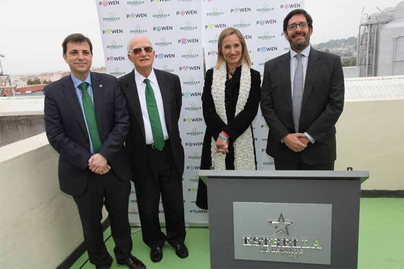 De izquierda a derecha: Juan Antonio López y Pedro Marín, de Estrella de Levante; Esther Marín, de Dirección General de Industria, y Remigio Abad, de Powen.
