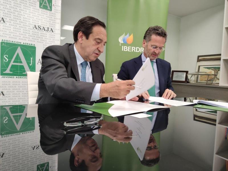 Firma del acuerdo entre Iberdrola y Asaja.