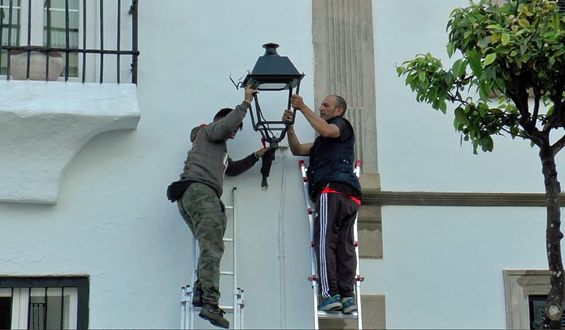 Instalación de luminaria LED en el casco histórico de San Roque