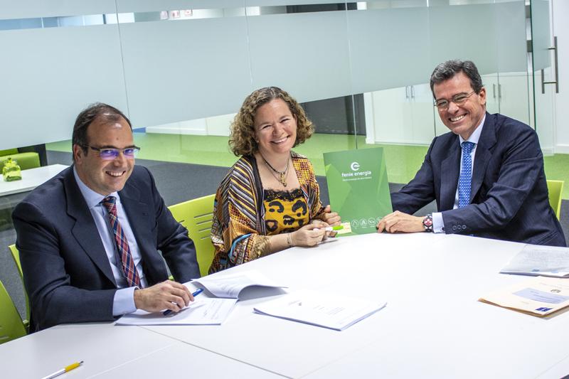 Firma del acuerdo entre Feníe Energía y Liberbank para formar la sociedad conjunta para financiar los proyectos de autoconsumo fotovoltaico de los clientes de la primera.