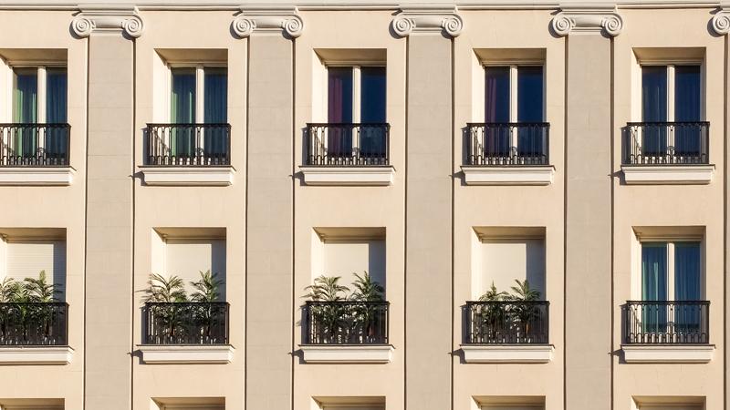 Fachada. Edificio de viviendas. Comunidad de Madrid.
