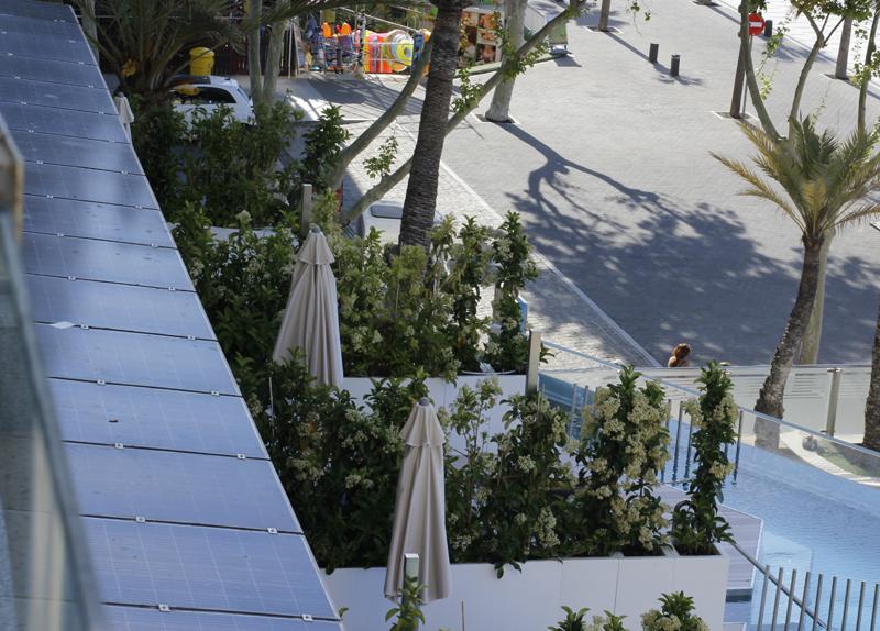 Pérgola fotovoltaica en el hotel Cimbel.
