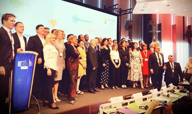 oto de familia de la ceremonia de entrega de los Premios a la Energía Sostenible de la Unión Europea entregados este martes. Foto: Twitter EUSEW19