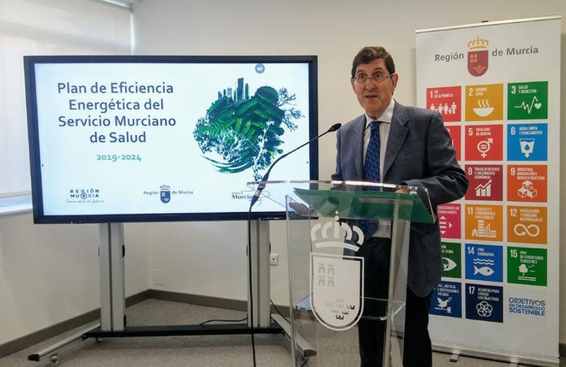 El consejero de Salud en funciones, Manuel Villegas, durante la presentación del Plan de Eficiencia Energética del Servicio Murciano de Salud.