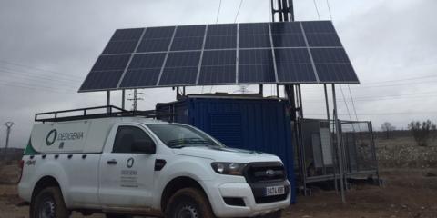 Mantenimiento preventivo de instalaciones híbridas fotovoltaicas con baterías y grupos electrógenos