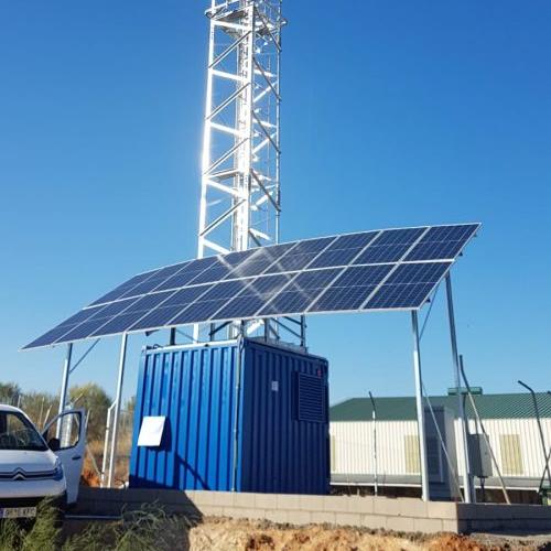 Los nuevos sistemas fotovoltaicos híbridos disponen de baterías que permiten rápidos y elevados ciclos de carga y reducen el uso de los generadores diésel.