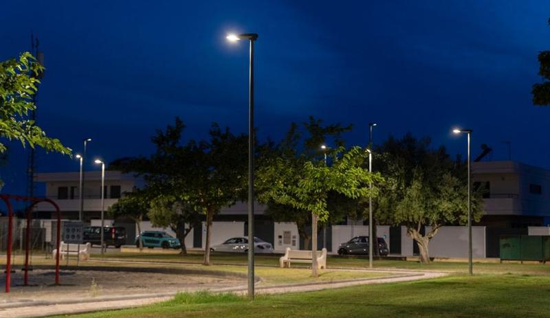 Uno de los parques de La Pobla de Vallbona (Valencia) con las nuevas luminarias de Schréder.