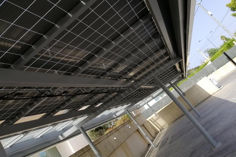 Pérgola fotovoltaica en el aparcamiento de Valmesa, Benidorm.