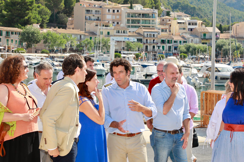 Visita de las autoridades del Gobierno Balear a las nuevas instalaciones del Puerto de Sóller, Mallorca.