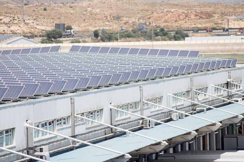 Mercalicante cuenta desde 2010 con un sistema fotovoltaico para el autoconsumo de energía eléctrica.