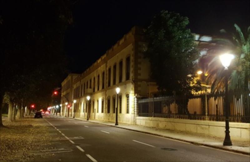 Calle de Valencia, vista nocturna, iluminación con luminarias LED.