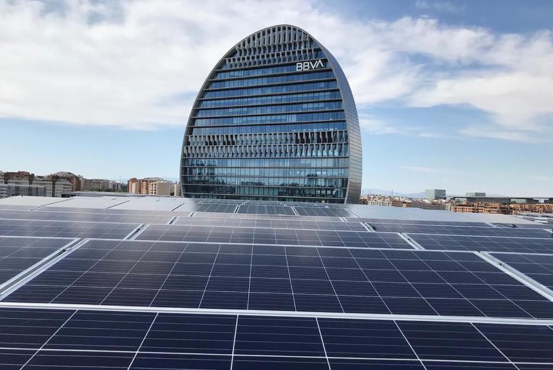 Ciudad BBVA duplica la potencia fotovoltaica instalada con 5230 nuevos módulos solares.