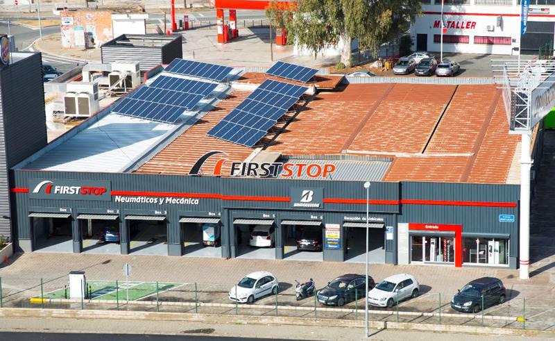El taller verde First Stop está situado en la calle Kansas City de Sevilla.