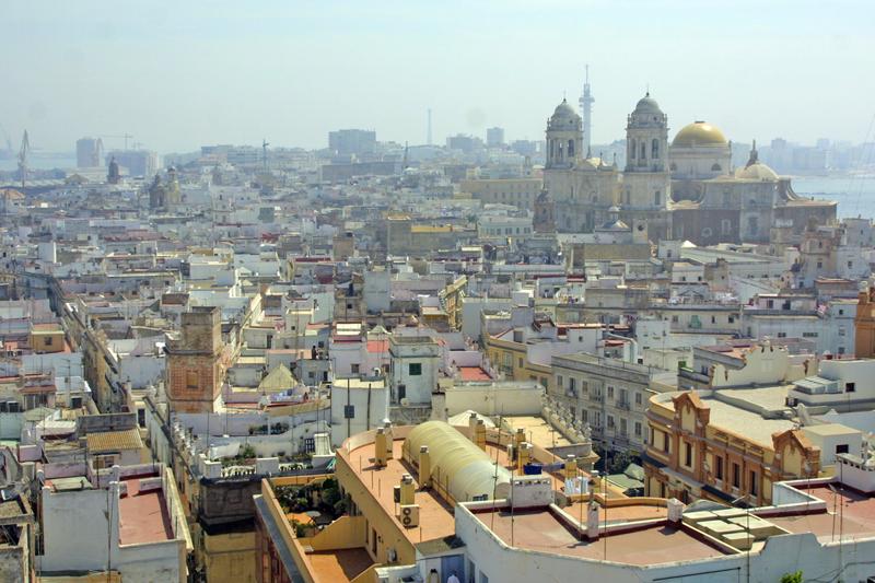 El Ayuntamiento de Cádiz bonifica con un 50% durante 4 años la instalaciónn de placas solares en viviendas y empresas.