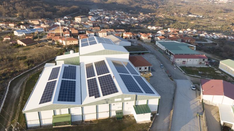 Cambio Energético instala autoconsumo fotovoltaico industrial en una fábrica de pimentón de La Vera (Cuacos de Yuste, Cáceres).