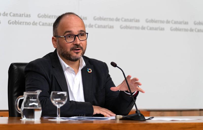 José Antonio Valbuena, consejero autonómico, durante la rueda de prensa.